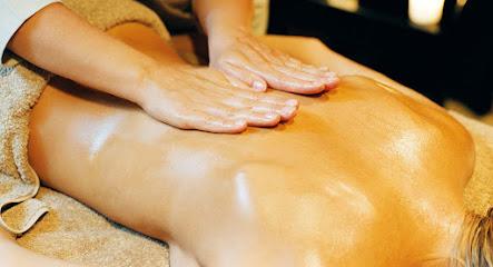 imagen de masajista Masaje terapéutico, relajante y tailandés
