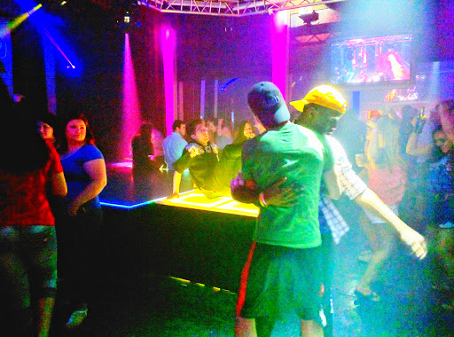 bars nightclub lounge gay rouge Baton