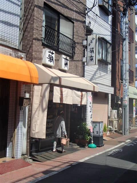 和菓子 東尾久 女子大生「冷蔵庫死体遺棄」 父親が警察にかけ続けた「ウソ電話」