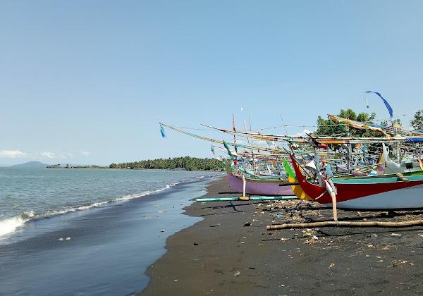 Pantai Blimbing Sari