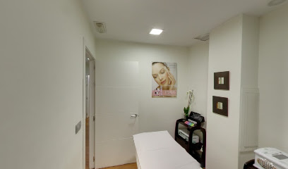 imagen de masajista Dama Aesthetic Center Avila