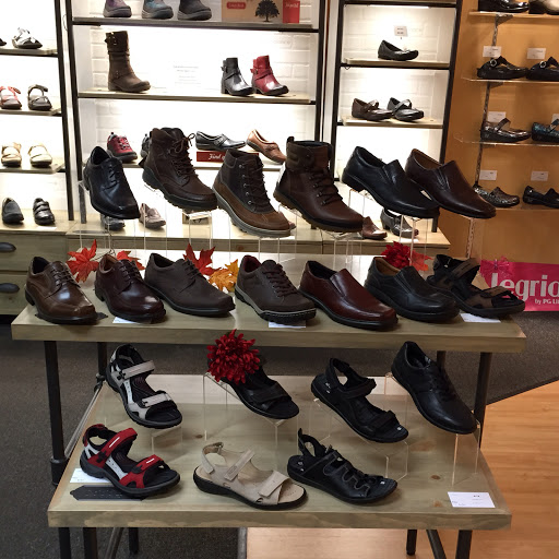 Shoe Store «Achieve Footwear», reviews and photos, 1A Crystal Lake Plaza, Crystal Lake, IL 60014, USA
