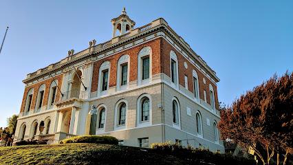 S San Francisco City Hall