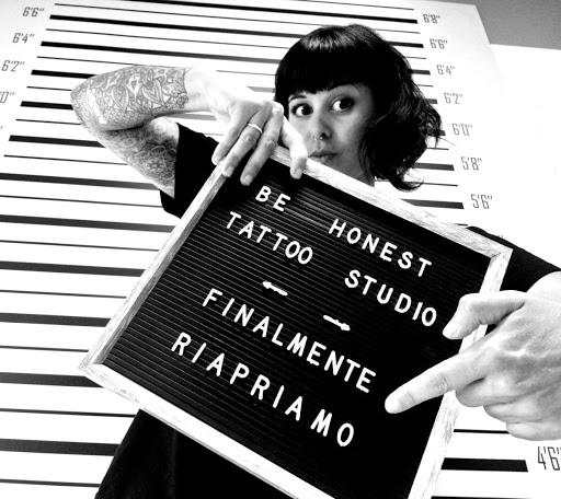 Be Honest Tattoo di Simona Sii Onesto