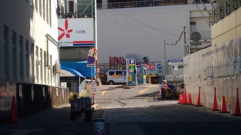 兵庫区役所前駐車場