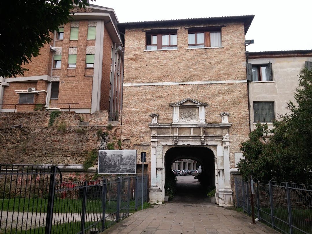 Porta Altinia