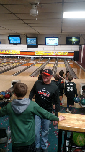 Bowling Alley «The Hardwoods Bowling and Banquet Center», reviews and photos, 1091 E Center St, Ithaca, MI 48847, USA