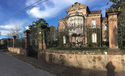 Casa de las Magnolias . Año 1882 ( Palacete ) . Mazcuerras . Cantabria .