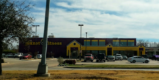 Gym Planet Fitness Reviews And Photos 541 W Pioneer Pkwy Grand Prairie Tx 75051