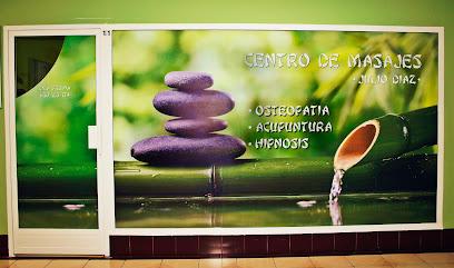 imagen de masajista QUIROMASAJE, OSTEOPATIA, ACUPUNTURA, HIPNOSIS TERAPÉUTICA.