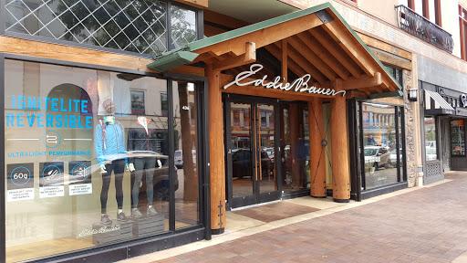 Clothing Store «Eddie Bauer», reviews and photos, 436 Nichols Rd, Kansas City, MO 64112, USA