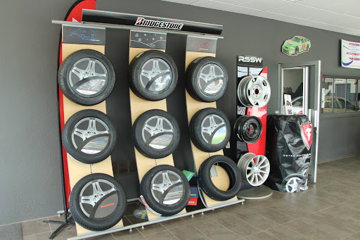Tire Shop Garage N. Bernard in Quebec · In Petro-Canada et Lave-Auto () | AutoDir