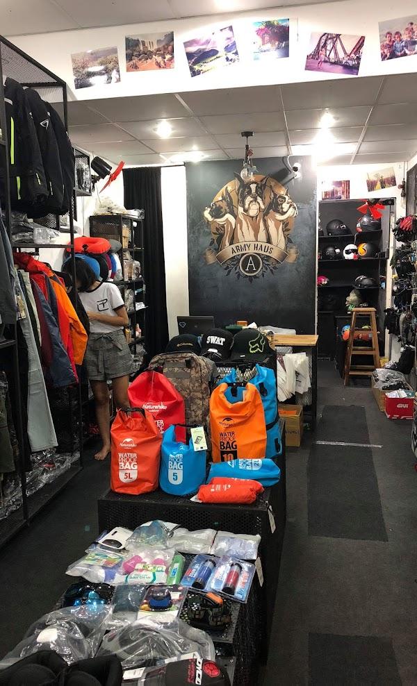 Bên trong shop Army Haus