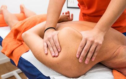 imagen de masajista Osteomás - Osteopatía y Masajes en Alcobendas