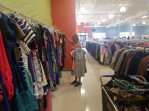 Goodwill - Roseville: Cleveland Ave. N, 2500 Cleveland Ave N, Roseville, MN 55113, Thrift Store