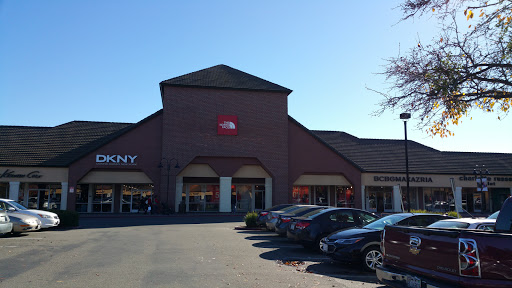 Clothing Store «The North Face Outlet», reviews and photos, 366 Nut Tree Rd, Vacaville, CA 95687, USA