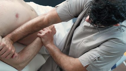 imagen de masajista centro de osteopatia david menchon