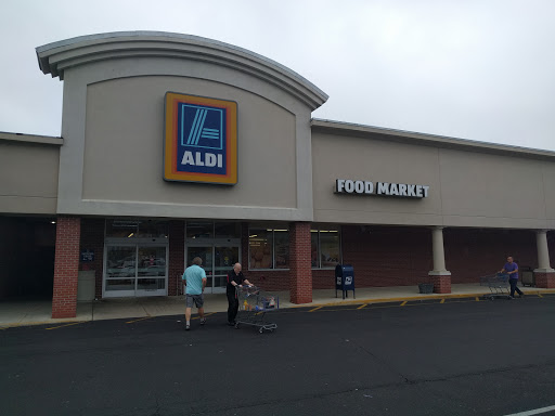 Supermarket Aldi Reviews And Photos 693 Farmington Ave New Britain Ct 06053 Usa