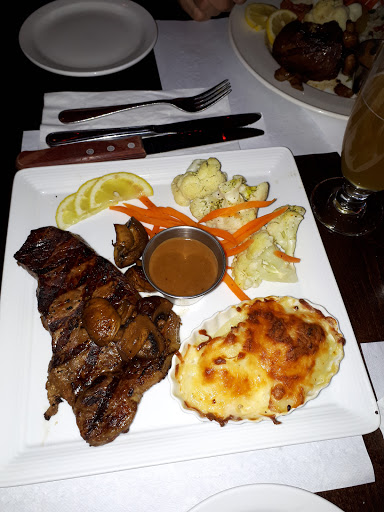 Brewery Restaurant Bar Les Trois Barils in Baie-Comeau (QC) | CanaGuide