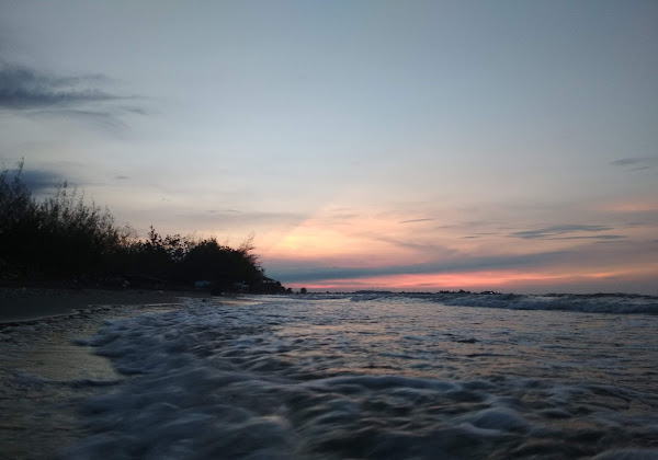 Pantai Wisata Ngebum