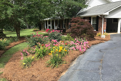 Sweetbriar Gardens Landscape Design & Maintenance