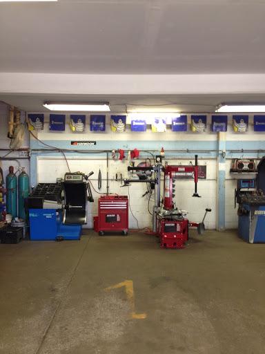 Magasin de pneus Centre du Pneu Renaud ( mobile ) à Canada () | AutoDir