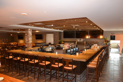 experience-wisdells-where-to-eat-b-lux-grill-and-bar