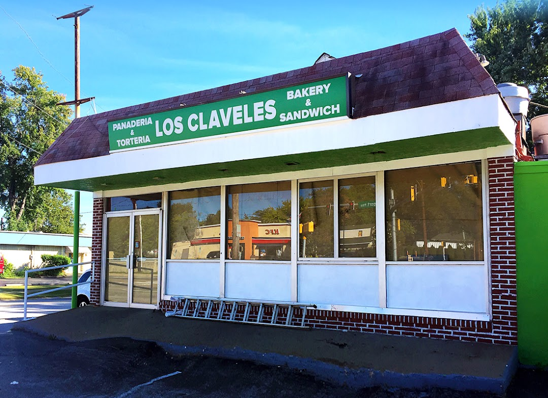 Los Claveles Bakery