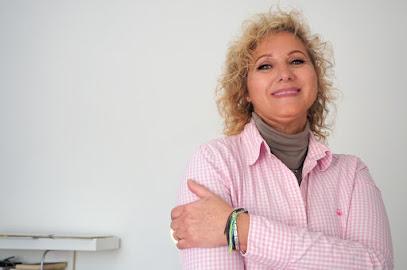 imagen de masajista AREA VITAE (Centro de Terapias Maria Fernandez)