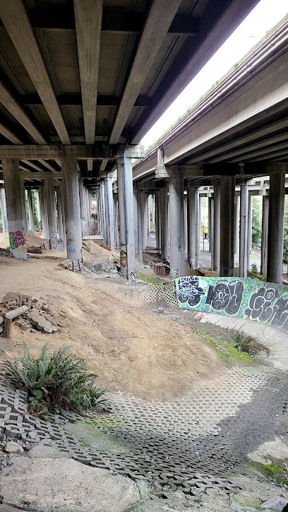 I-5 Colonnade