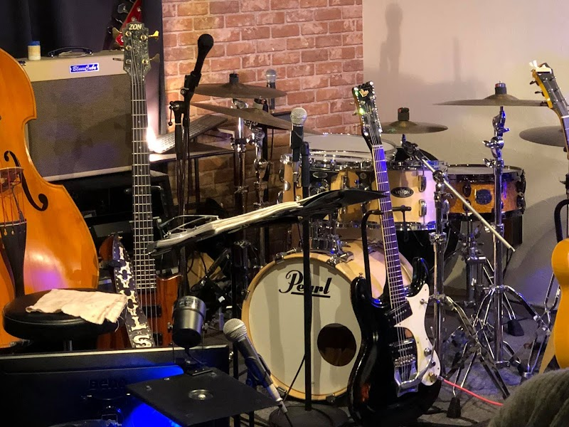 Throbber live&music cafe bar / drums and percussion school