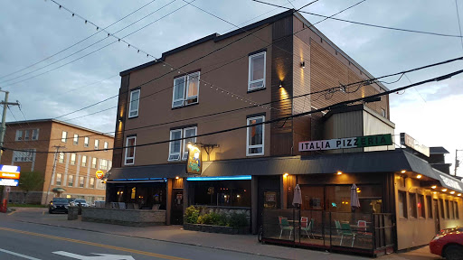 Brewery Bar Le Vieux Loup in Matane (Quebec) | CanaGuide