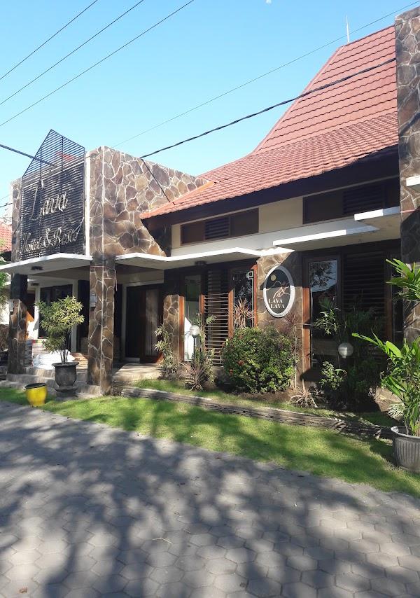 Lava Hotel & Resto