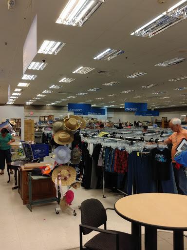 Goodwill Littleton - Simms, 11561 W Hialeah Pl, Littleton, CO 80127, Thrift Store