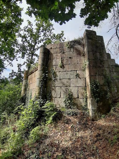 Ruínas da igrexa románica de Casteláns