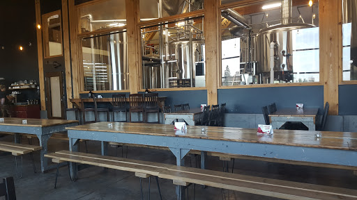 Brewery Whitewater Brewing Company - Lakeside in Cobden (ON) | CanaGuide