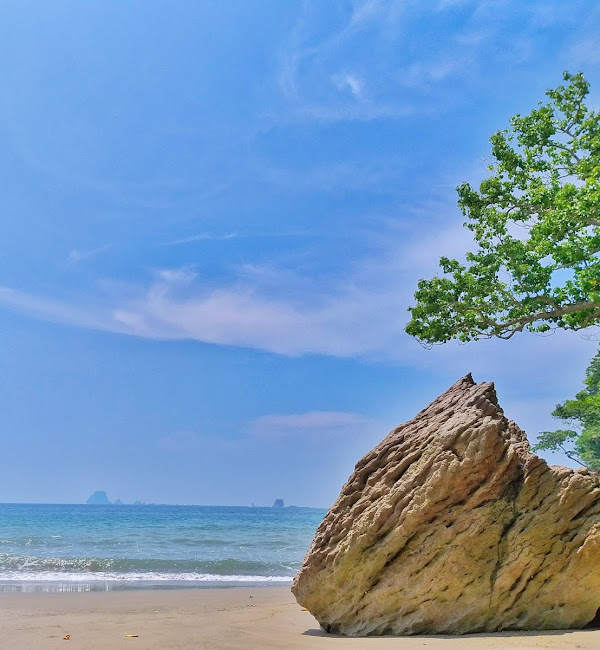 Obyek Wisata Alam Pantai Nanggelan