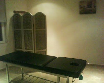 imagen de masajista Centro de Quiromasaje Linares (Churriana de la Vega)