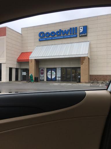 Goodwill North Oak, 4824 N Oak Trafficway, Kansas City, MO 64118, Charity