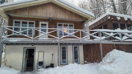 Cottage Le charmant boisé avec SPA in Sainte-Anne-des-Lacs (QC) | CanaGuide