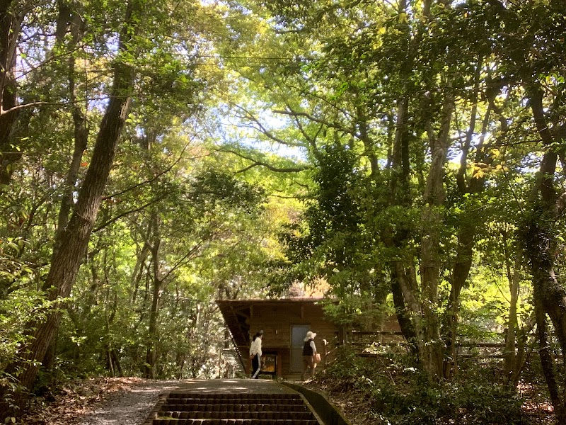 小岱山ふるさと自然公園ビジターセンター丸山キャンプ場