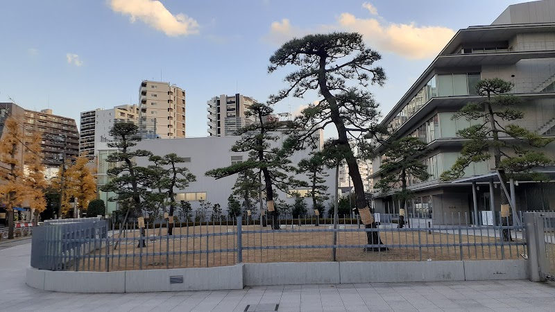 塩川正十郎の像