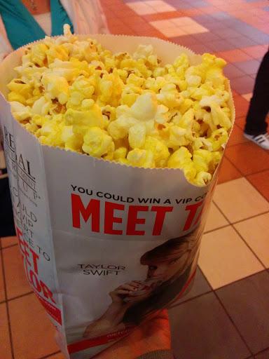 Movie Theater «Regal Cinemas Crocker Park 16 & IMAX», reviews and photos, 30147 Detroit Ave, Westlake, OH 44145, USA
