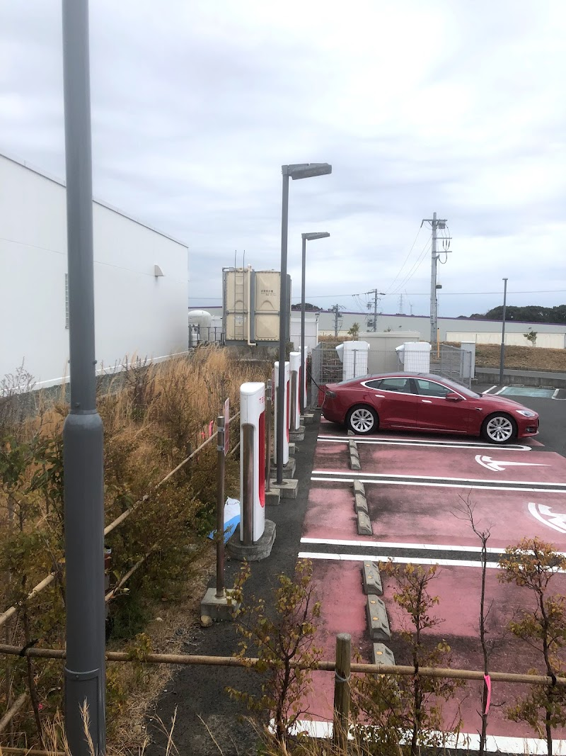 Tesla充電スタンド