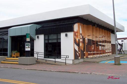 Boxing Caisse Desjardins de La Matanie in Matane (Quebec) | CanaGuide
