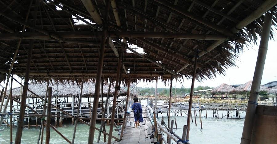 saung bambu pantai