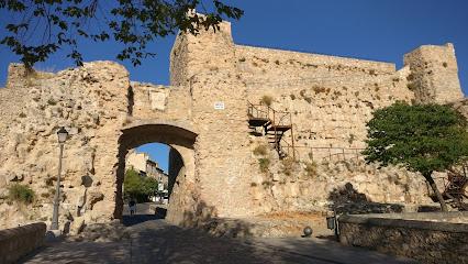 Muralla y Arco de Bezudo