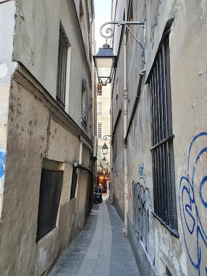 Narrowest street in Paris