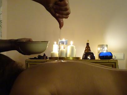 imagen de masajista Ayurfeel