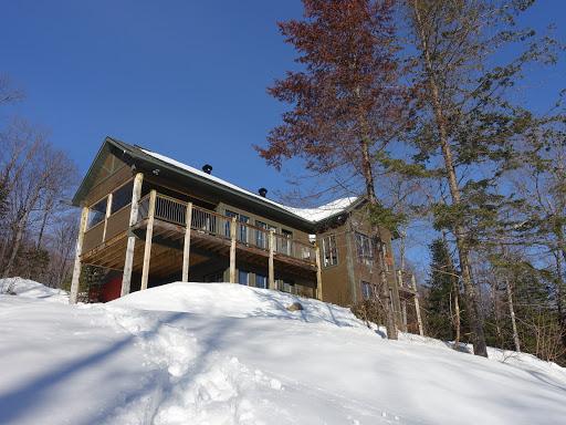 Cottage L'Ours Laurentien in Saint-Faustin-Lac-Carré (QC) | CanaGuide